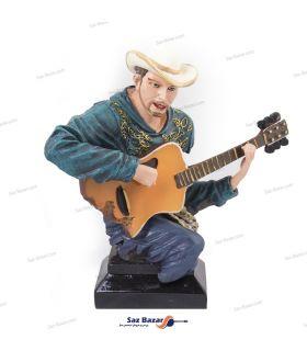 مجسمه نوازنده گیتار کلاهدار